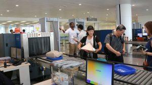 Kiểm tra hành lý trước khi bay tại sân bay Nội Bài