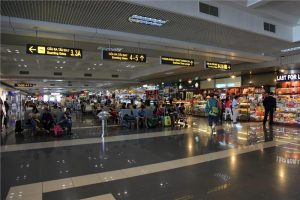 Nên thân thiện khi làm thủ tục tại sân bay Nội Bài