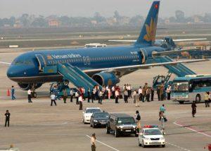 Hành khách đi bay luôn phải lên hoặc xuống máy bay bằng cửa bên trái ?